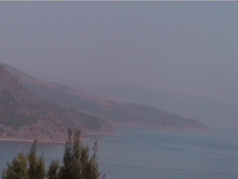 Населенные пункты   вдоль побережья. Вид налево