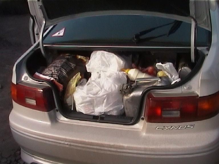 Полный багажник. А ведь половину из собранного можно было не брать...
